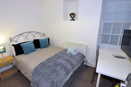 Dundee West/Central. 4 Bedroom Serviced Apartment. - Dundee
