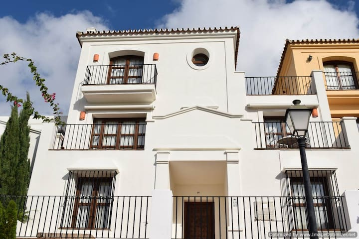 Beautiful 3 Bed Townhouse in Monte Mayor - Benahavís - Casa