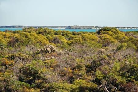 JBay Escape - Ocean views, WIFI, Netflix