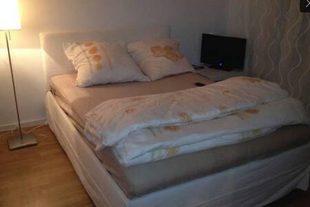 Very nice Room / München-Bogenhause - Múnich - Bed & Breakfast