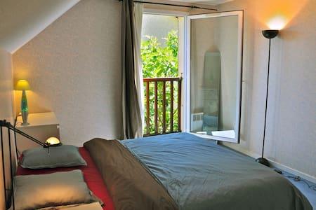 Big, bright and cosy room in  villa - Ville-la-Grand - วิลล่า