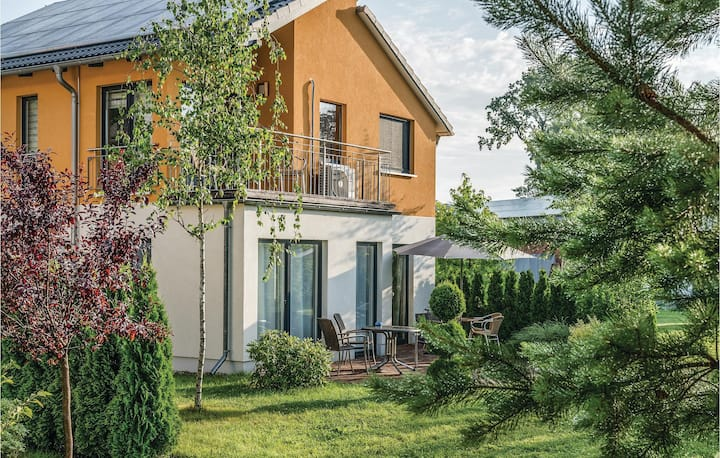 Beautiful home in Berlin-Köpenick with Sauna and 3 Bedrooms