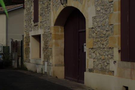Dépendance d'une maison 19ième - Saint-Selve - Haus