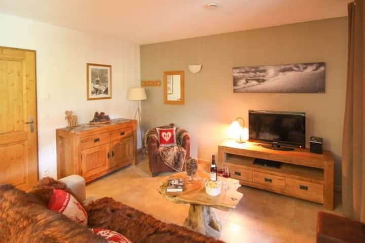Athos: Spacious duplex Ski in / Ski out apartment