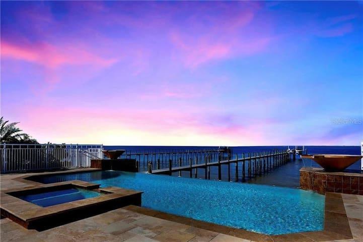 VILLA DEL MAR APOLLO BEACH- STUNNING BAY VIEW HOME