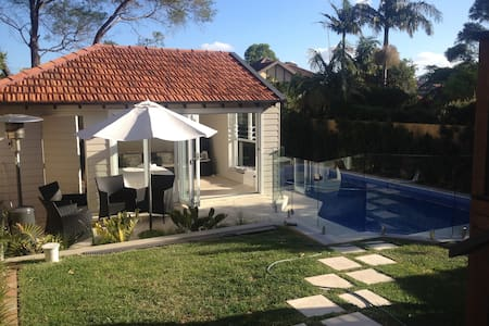 Sun drenched pool side cabana - Willoughby East - House