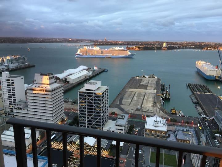 • 2 Brm Apt with Amazing Harbour Views, Level 30 •