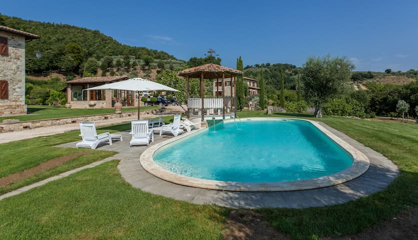 Villa in Todi with Pool - Todi
