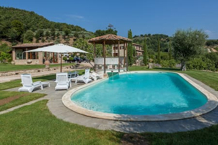 Villa in Todi with Pool - Talo