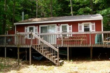 Cabin in the woods, with beach! - Cabaña