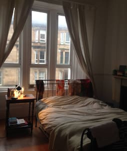 Spacious double room by the park - Glasgow