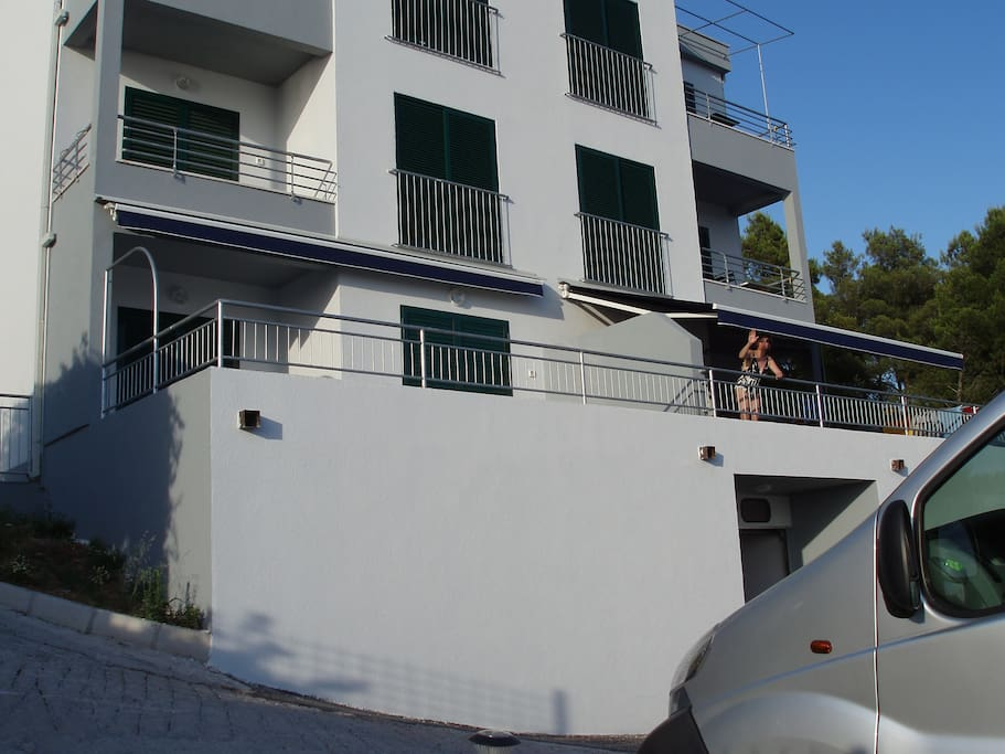 Terrace apartment right above the garage