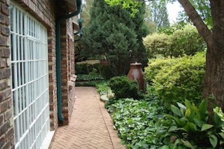 Anne's Place in Potchefstroom duplex family suite - Potchefstroom