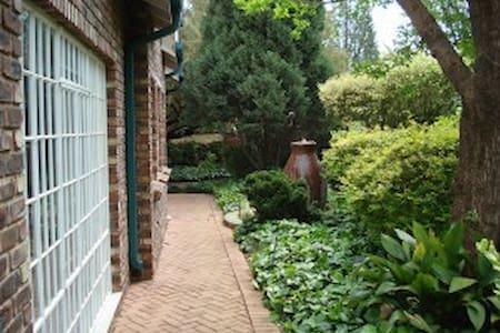Anne's Place duplex family suite - Potchefstroom