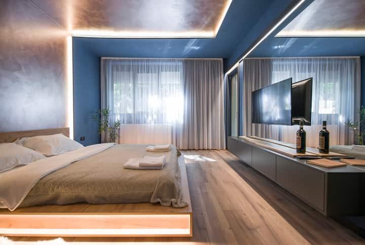 Elisabetin Residence: Central & Unique Design