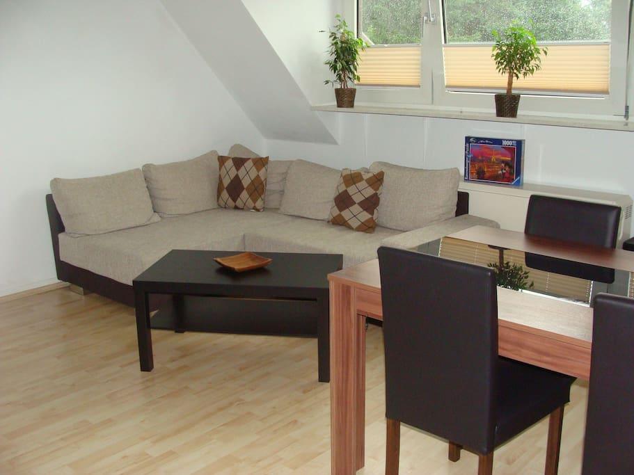 gem tliche couch eigener tv appartements louer essen nordrhein westfalen allemagne. Black Bedroom Furniture Sets. Home Design Ideas