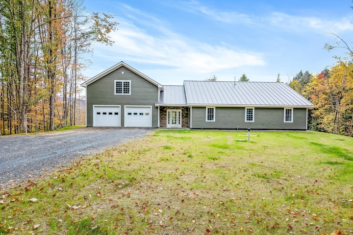 Gorgeous home w/ Mt Views in Perfect Location