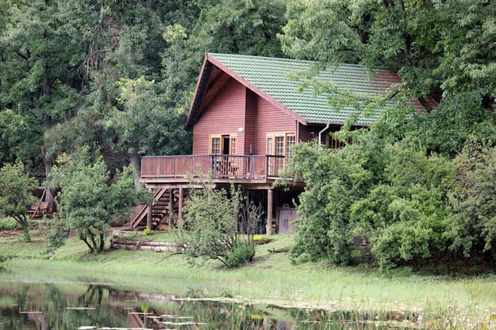 BrambleBerry Lakeside Cabin