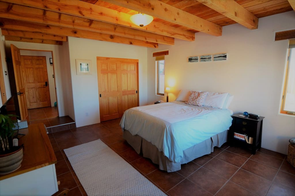 Bedroom with queen bed, closet, dresser, smartTV, private bathroom and access to washer/dryer.  Wifi is available throughout the guest accommodations