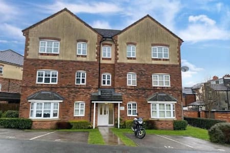 One Bedroom Apartment + Sofa Bed : Bolton.
