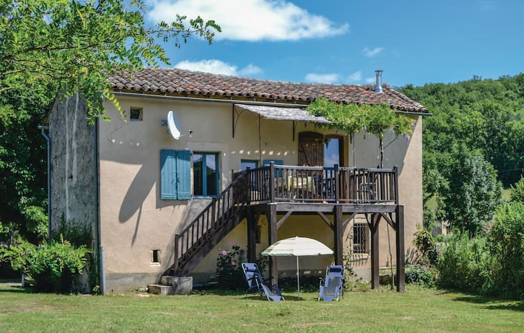Holiday cottage with 3 bedrooms on 80 m² in Le Riols Bas