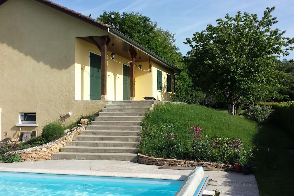 Partie de la maison à louer avec deux chambres.  Part of the house for rent, with two rooms.