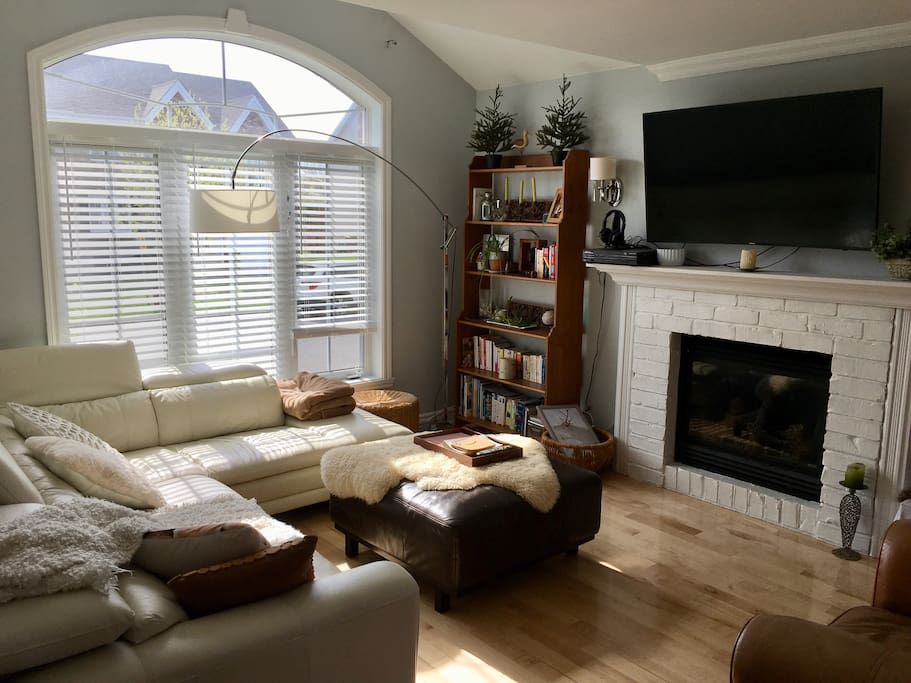 Cozy living room includes a 55'' curvy smart tv and a gas fireplace