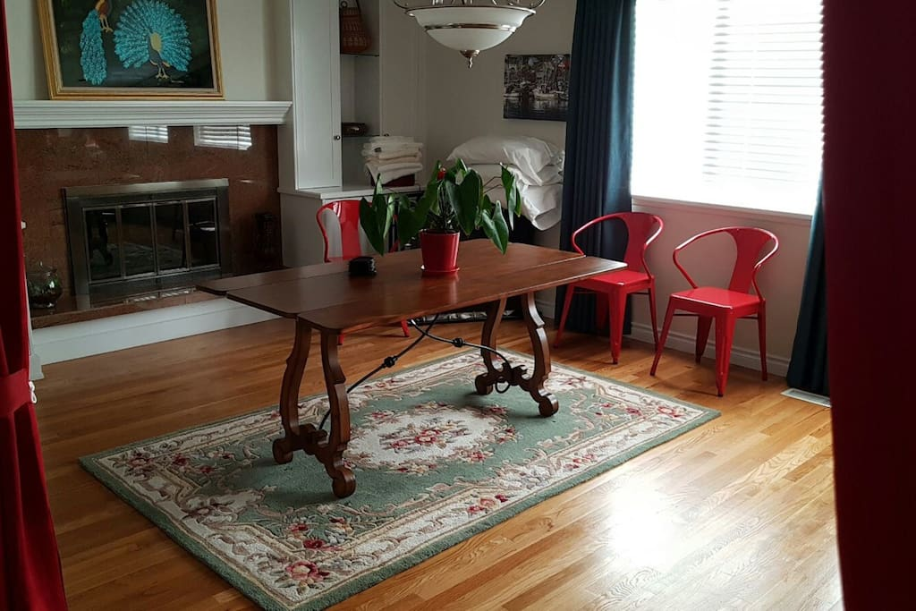 Living space/dining/extra room space with Queen bed
