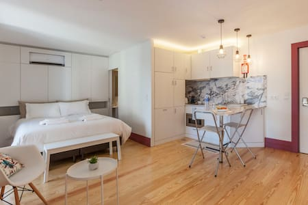 Lovely Studio Apartment With Balcony In Oporto