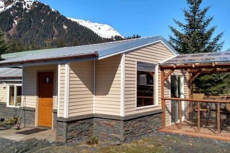 Oceanfront Inn Cottage - Seward