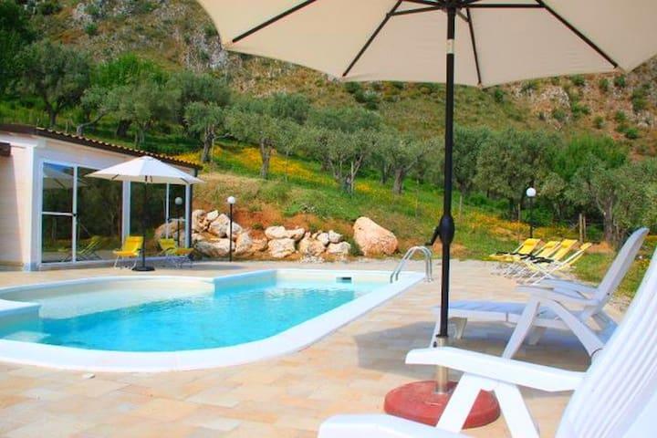 Belle maison de vacances à San Fratello avec piscine privée