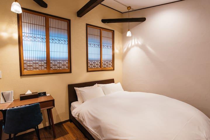 1階寝室 ダブルベッド