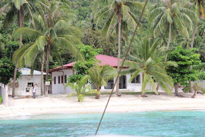 "A Beachfront Vacation House ~ "" De Eilanders"""