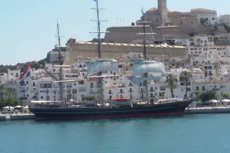 Apartamento en Ibiza con piscina y zonas verdes - 滨河圣埃乌拉利亚 - 公寓