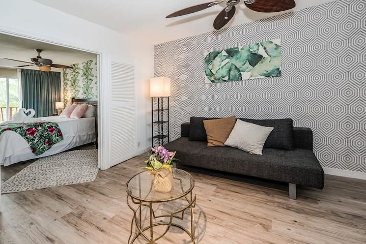 **Professionally Sanitized**Fully Renovated Condo by Ocean with Full Kitchen - Cabana Waikiki 1 BDR 2nd Floor D