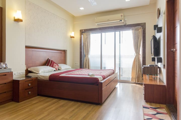 Kolkata home away frm hme 4( sector5, mani sq, )