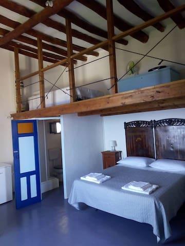 FILICUDI- Splendida camera con terrazzo panoramico