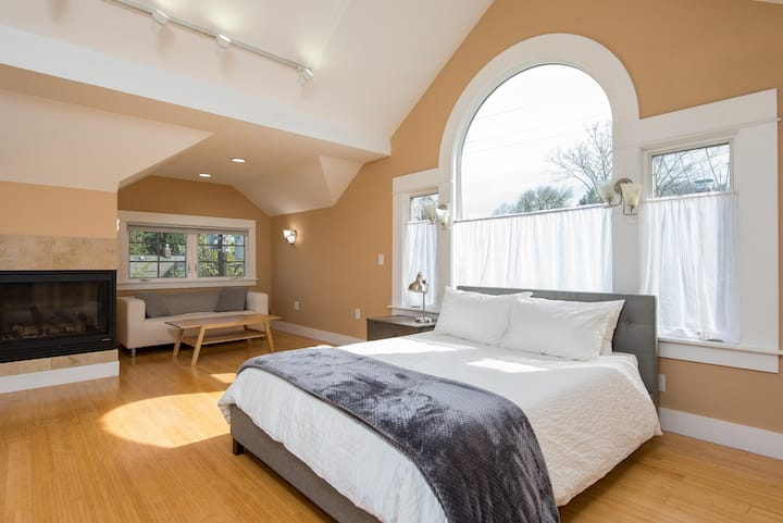 Charming & Trendy 3BR downtown