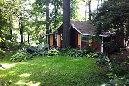 Quaint, quiet cabin in Wahmeda woods - Mayville - Kisház