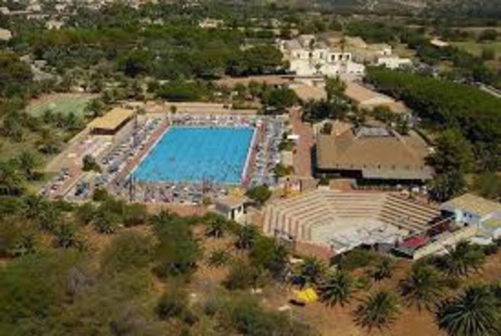 veduta dall'alto della piscina olimpionica