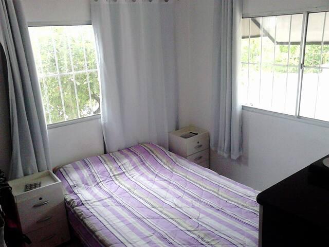 Casa simples e bem ventilada, a 3 minutos da praia - Anchieta - Rumah