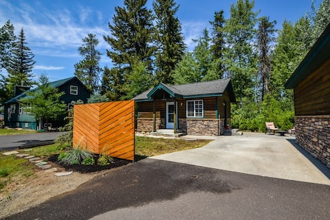 Cozy Downtown McCall cottage near Payette Lake