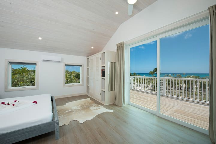 New Luxury Beach House w/ Pool in Boutique Resort