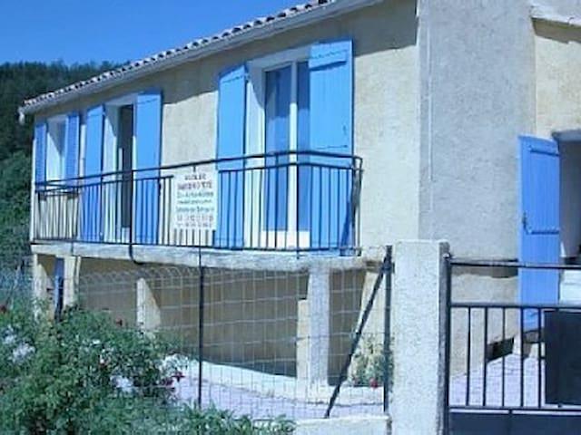 villa 75 m2 tout confort a la mure argens 04170 - Saint-André-les-Alpes - 一軒家