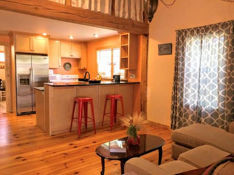Cozy 2 BR Cottage on 3 Wooded Acres w/ King Bed
