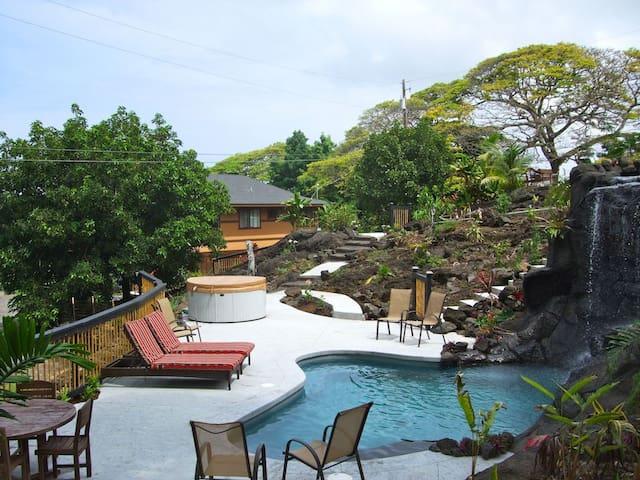 Tropical Pool Home ; Treehouse Hale - Hōlualoa - Casa