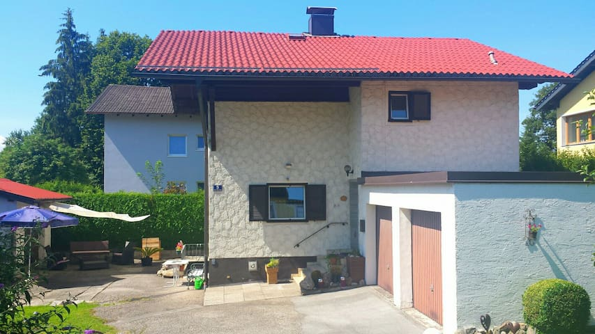 Lovely small House near  Salzburg - Bürmoos - Casa