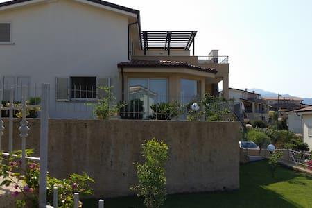 Perfect holiday home close to beach, Calabria. - Badolato Marina - Villa - 1