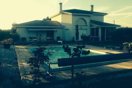 Belle villa contemporaine aux portes de Bordeaux - Latresne