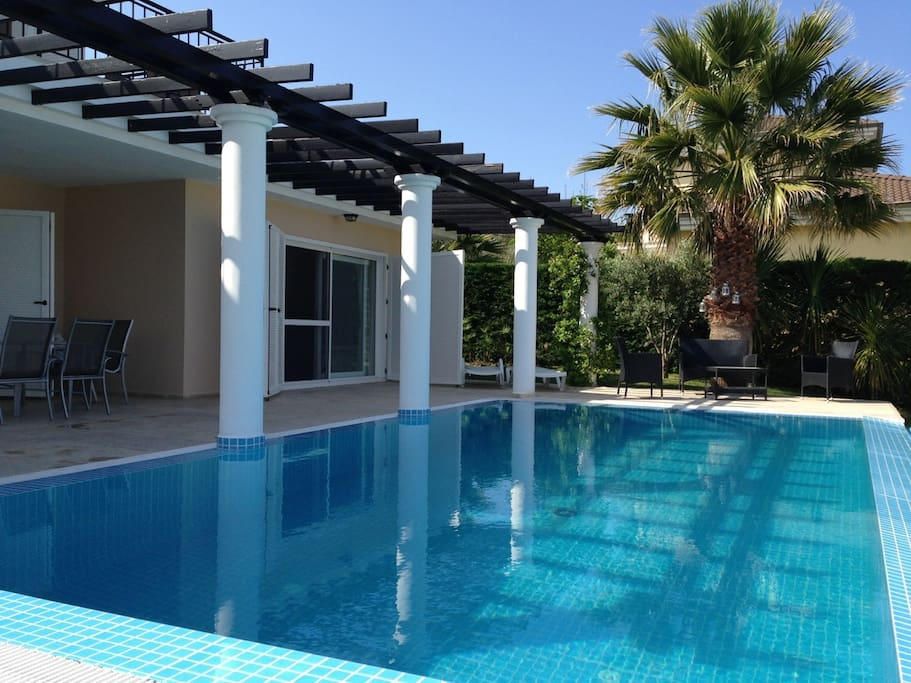 Private pool, spacious villa, sun, shade, tropical garden. What more is there to wish for?